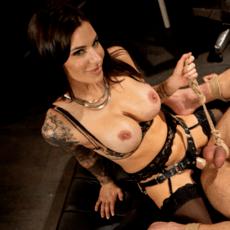 Rubbber mistress fisting men